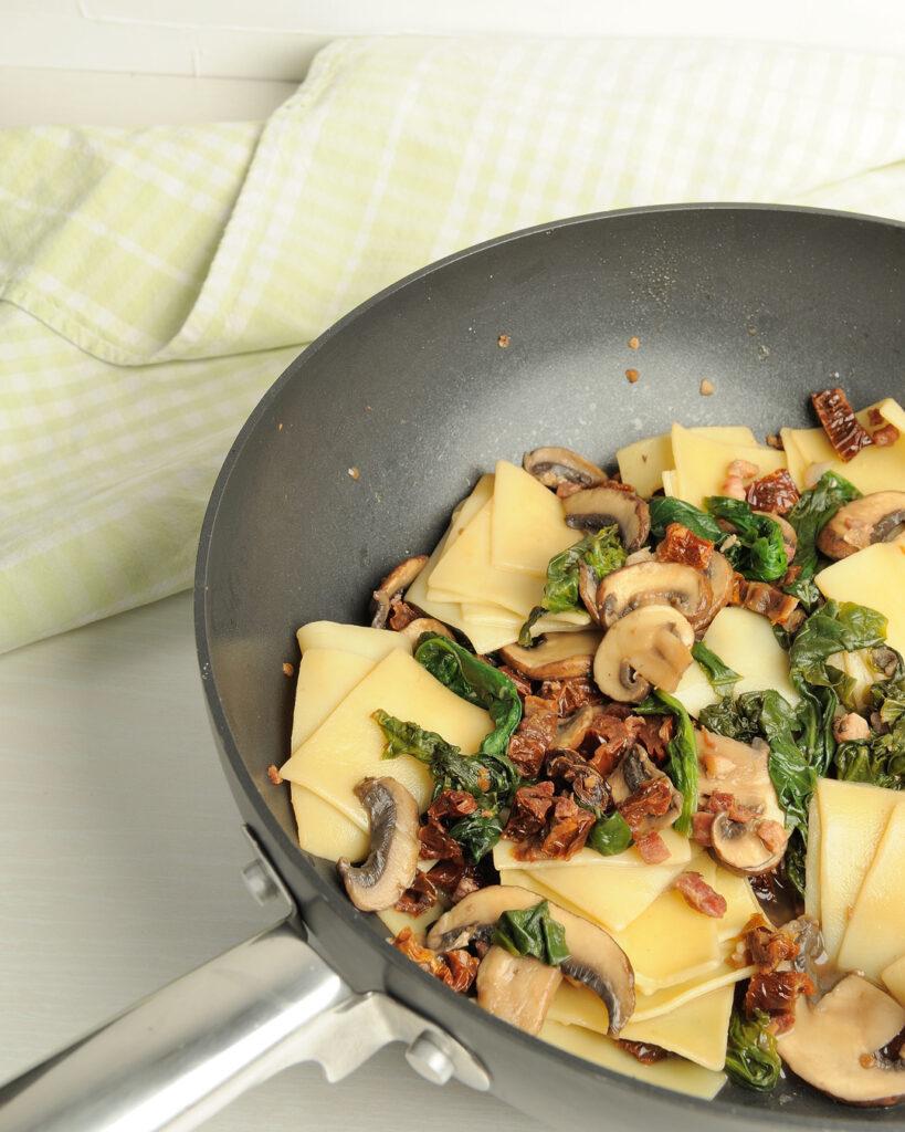 pasta mit spinat und pilzen